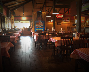 Famous Dave's Orland Park IL: BBQ Restaurant | Award Winning Ribs - orland-park-location-interior